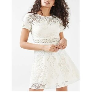 Topshop  Floral Lace Fluted Short Sleeve Dress